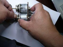 Ventileinsatz entfernen Spule gegenhalten